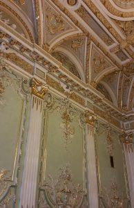 стены в Белом зале