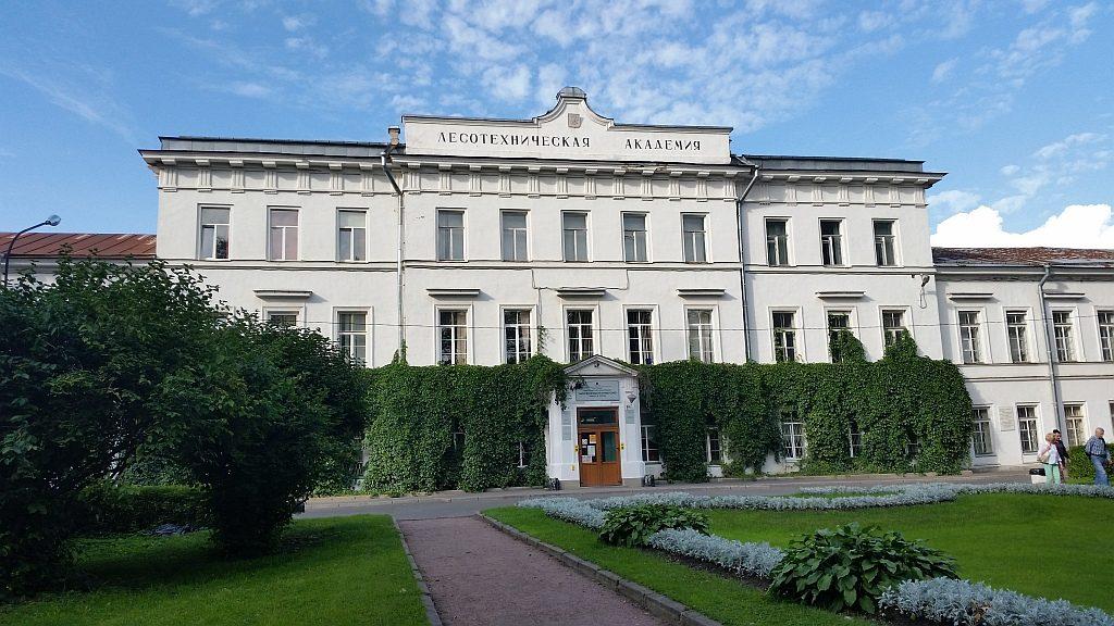 Главное здание Лесотехнической академии