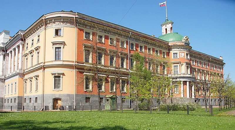 Фасад Михайловского замка