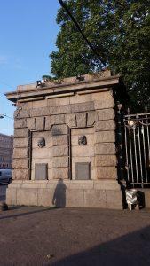 гранитная колонна