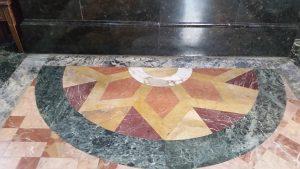 Мозаичный узор на полу