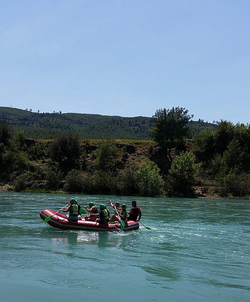 На таких рафтах мы сплавлялись по реке. Получили массу адреналина!