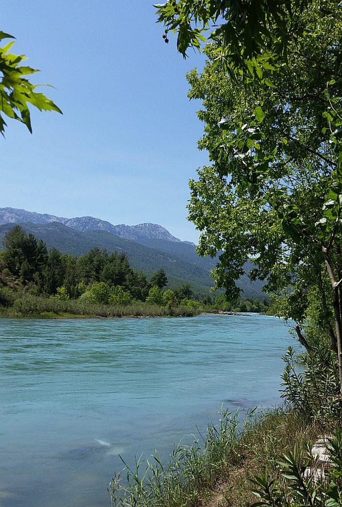 Река Кёпрючай в окружении Таврских гор