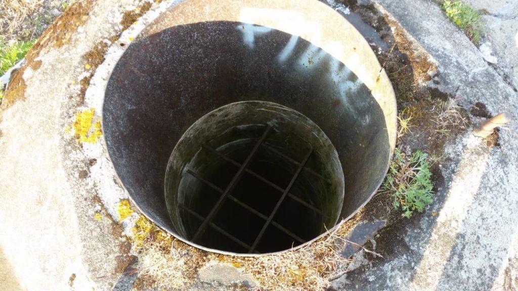 Вентиляционная шахта подземного каземата, проникнуть внутрь не представляется возможным)))