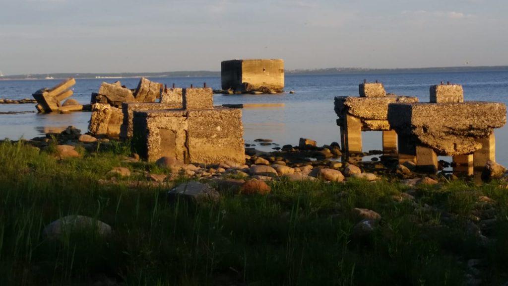 Остатки бетонных свай форта