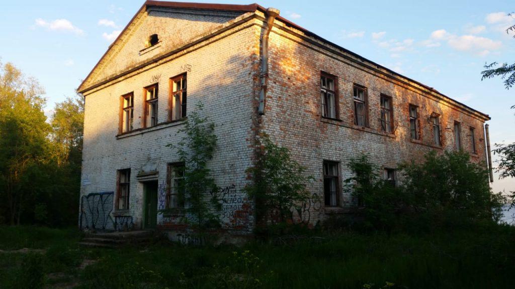 Здание возле форта