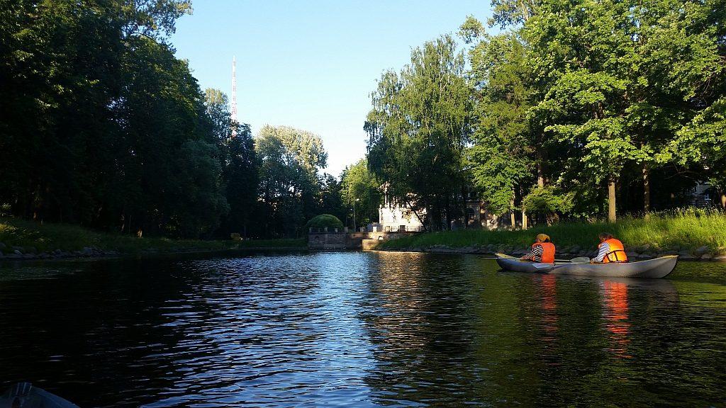 Плывем по каналам Лопухинского сада