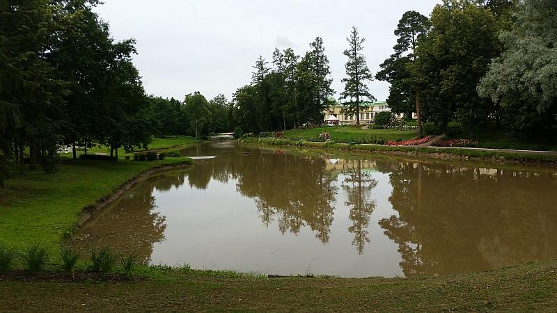Вид на парк и здание усадьбы