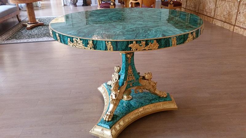 Малахитовый стол