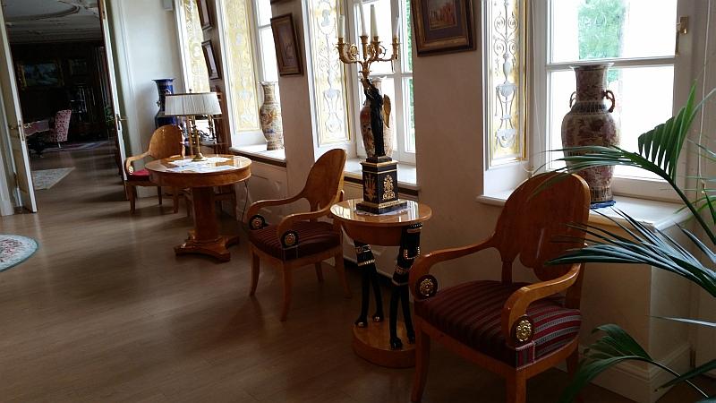 Мебель в библиотеке