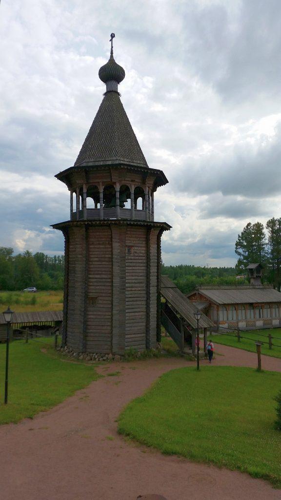 Колокольня Нижне-Уфтюгского погоста Вологодской губернии