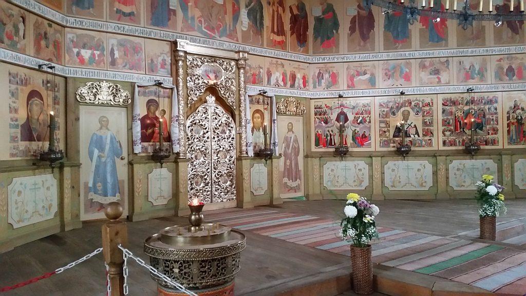В храме проводятся богослужения