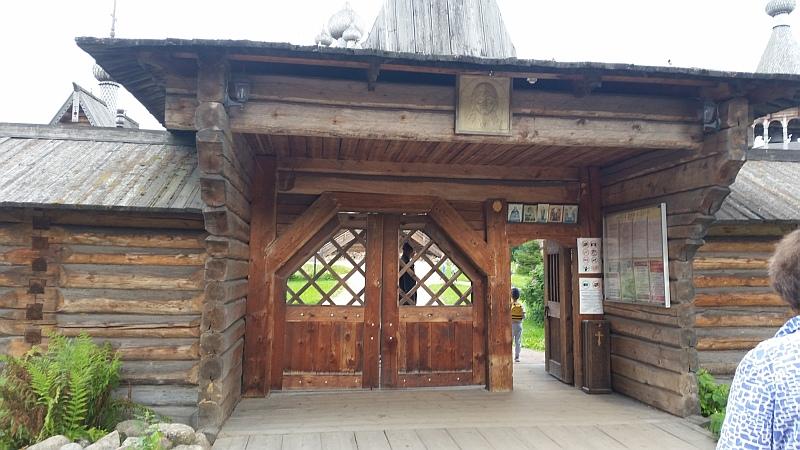 Святые Врата ограды Спасского погоста, 18 век - вход в этнопарк