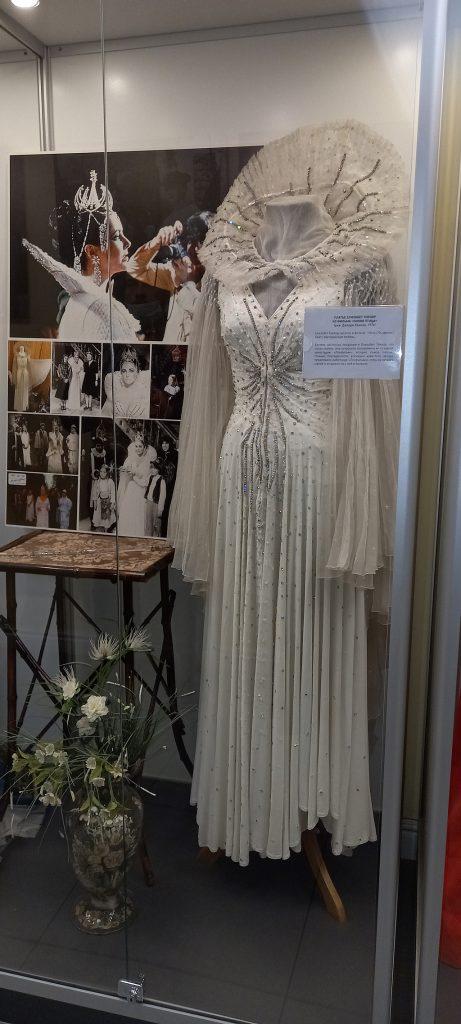 """Платье Элизабет Тейлор из фильма """"Синяя птица"""",1976"""