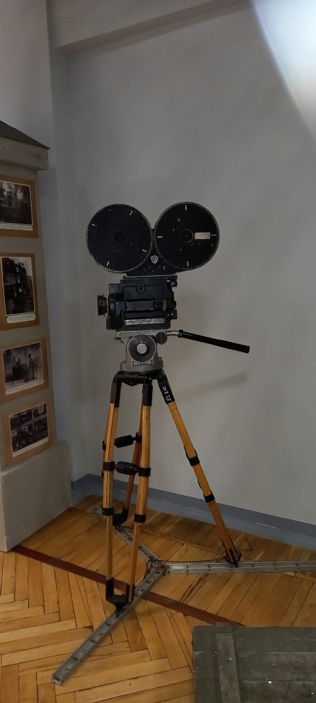 """Этой кинокамерой снимали фильм """"Золушка"""", 1947"""