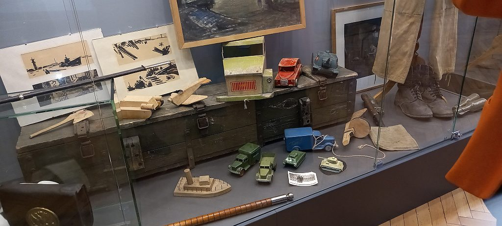 Детские игрушки военных лет