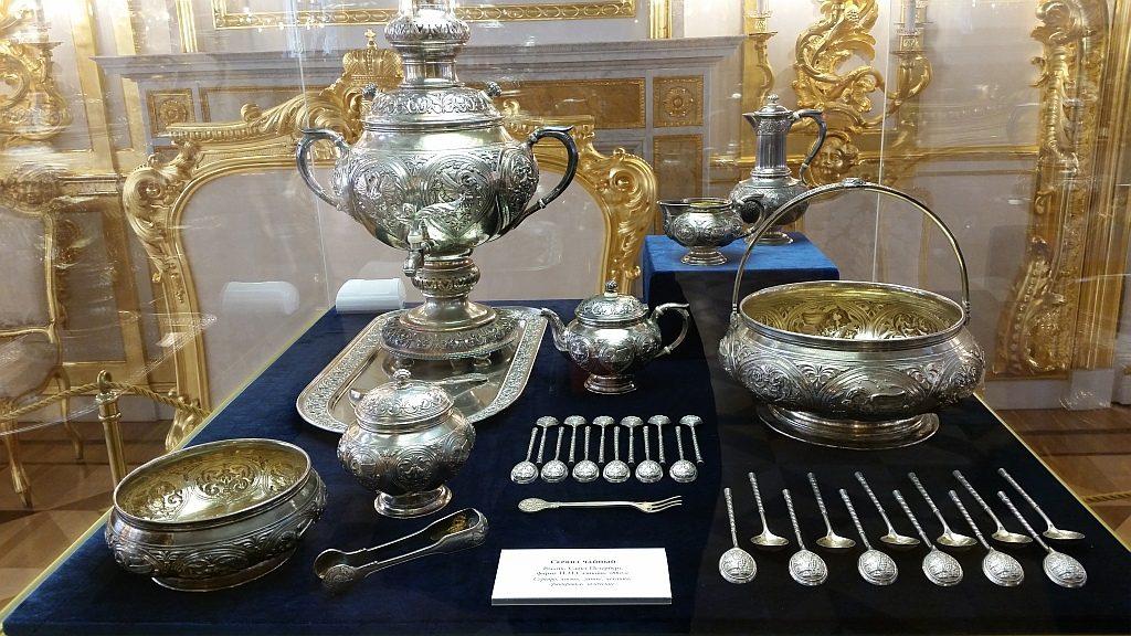 Сервиз чайный, фирма И.П. Сазикова, 1880 г. Серебро, кость; литье, чеканка, гравировка, золочение