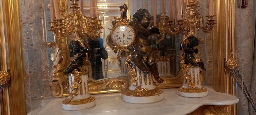 Часы в комнате Запасной половины
