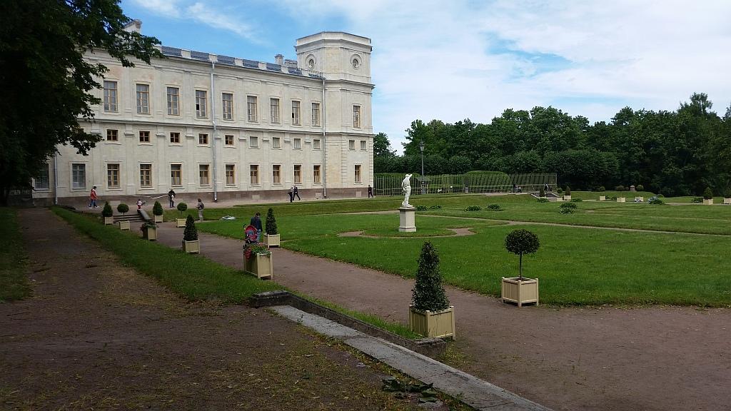 Верхний и нижний Голландские сады у дворца