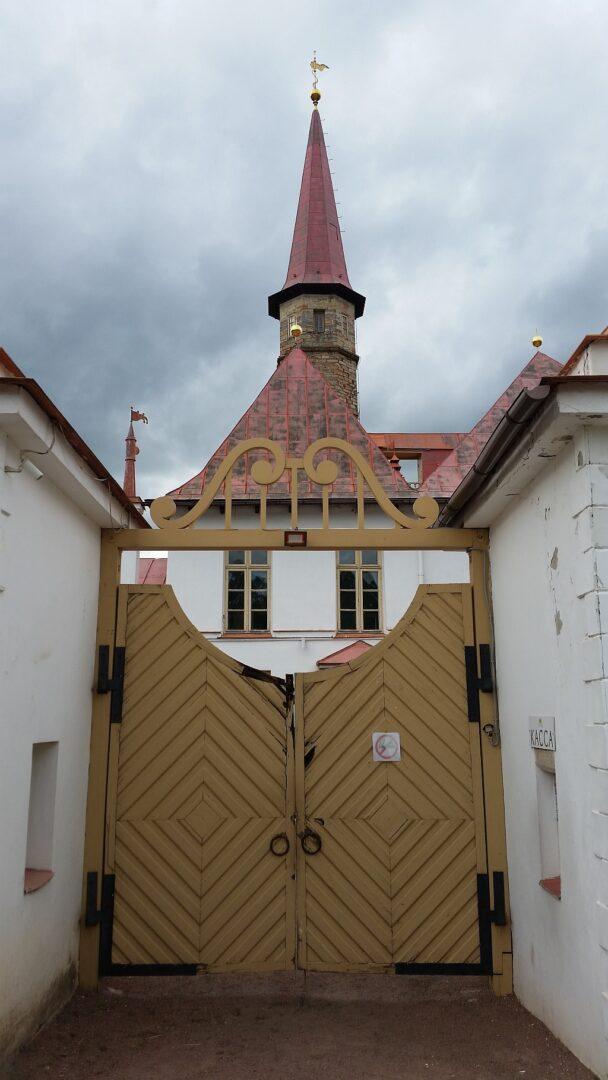 Ворота Приоратского дворца